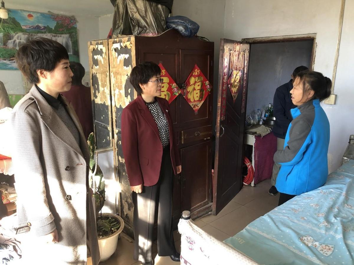 黑龙江省海伦市红光农场有限公司工会走访慰问困难职工送温暖