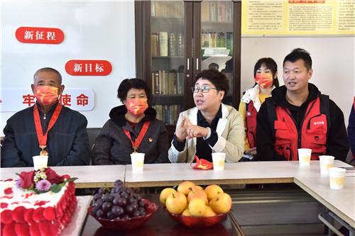 铁岭市春光爱心志愿者协会开展新时代文明实践重阳节主题慰问活动